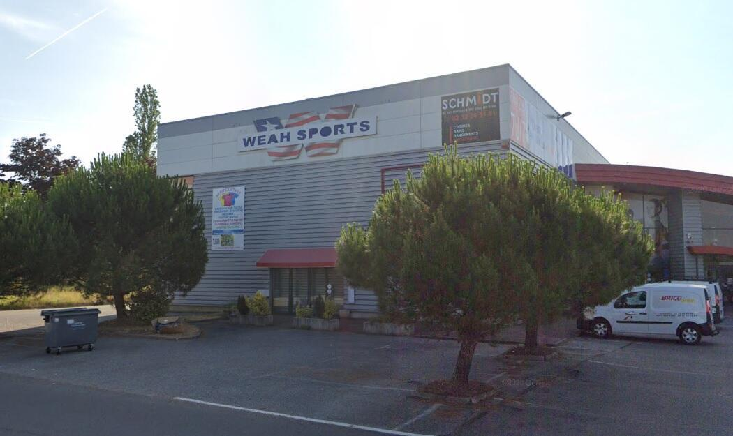 Weah Sports in Pacy-sur-Eure, Normandy lies empty, the business failed in 2015.