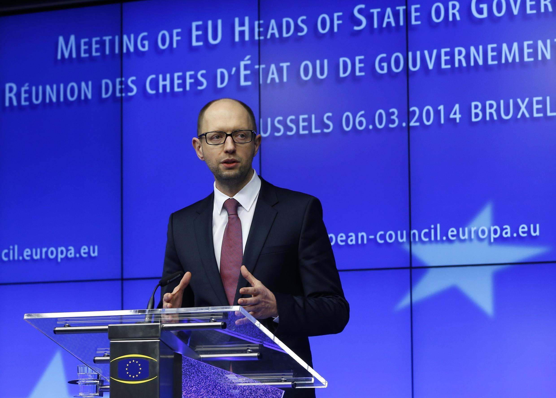 Премьер-министр Украины Арсений Яценюк на пресс-конференции в Брюсселе 06/03/2014