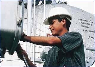 Pour la première fois, le Venezuela importe du pétrole algérien. Ici, un employé de la compagnie nationale vénézuélienne PDVSA.