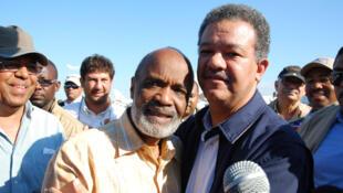 Le président haïtien René Préval (g) et son homologue dominicain Leonel Fernández.