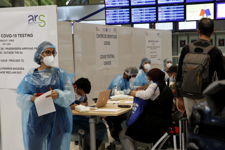 巴黎戴高樂華西機場替入境大廳新冠病毒檢測站