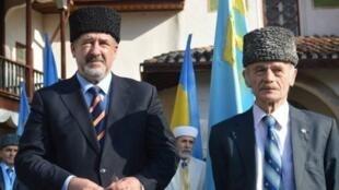 Лидеры крымских татар Рефат Чубаров (Л) и Мустафа Джемилев