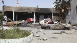Dégâts causés après une journée de combats, le jeudi 26 juin, à Tripoli.