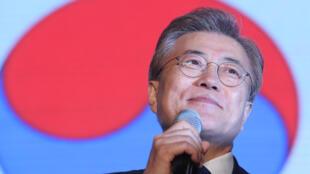 Tổng thống tân cử Hàn Quốc Moon Jae In phát biểu sau kết quả bỏ phiếu, Seoul, ngày 9/05/2017.
