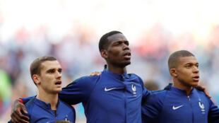 Griezmann, Pogba e Mbappé (da direita à esquerda)