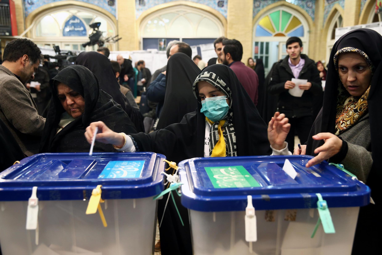 Các địa điểm bỏ phiếu tại Teheran mở cửa thêm năm tiếng đồng hồ để thu hút những cử tri còn do dự. Ảnh chụp ngày 21/02/2020.