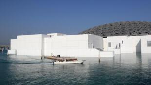 Le Louvre Abou Dhabi, ici le 6 novembre 2017, inauguré le 8 novembre par le président français Emmanuel Macron et l'homme fort des Émirats Arabes Unis, Mohammed ben Zayed.