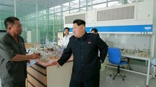Lãnh đạo Bắc Triều Tiên Kim Jong Un đến thăm Viện Khoa học Thực vật Bình Nhưỡng (ảnh do KCNA công bố, không ghi ngày)