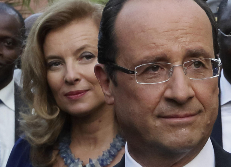 Qu'est-ce Michèle Obama va bien pouvoir faire avec son plan de table si Valérie Trierweiler ne vient pas à Washington le mois prochain...?