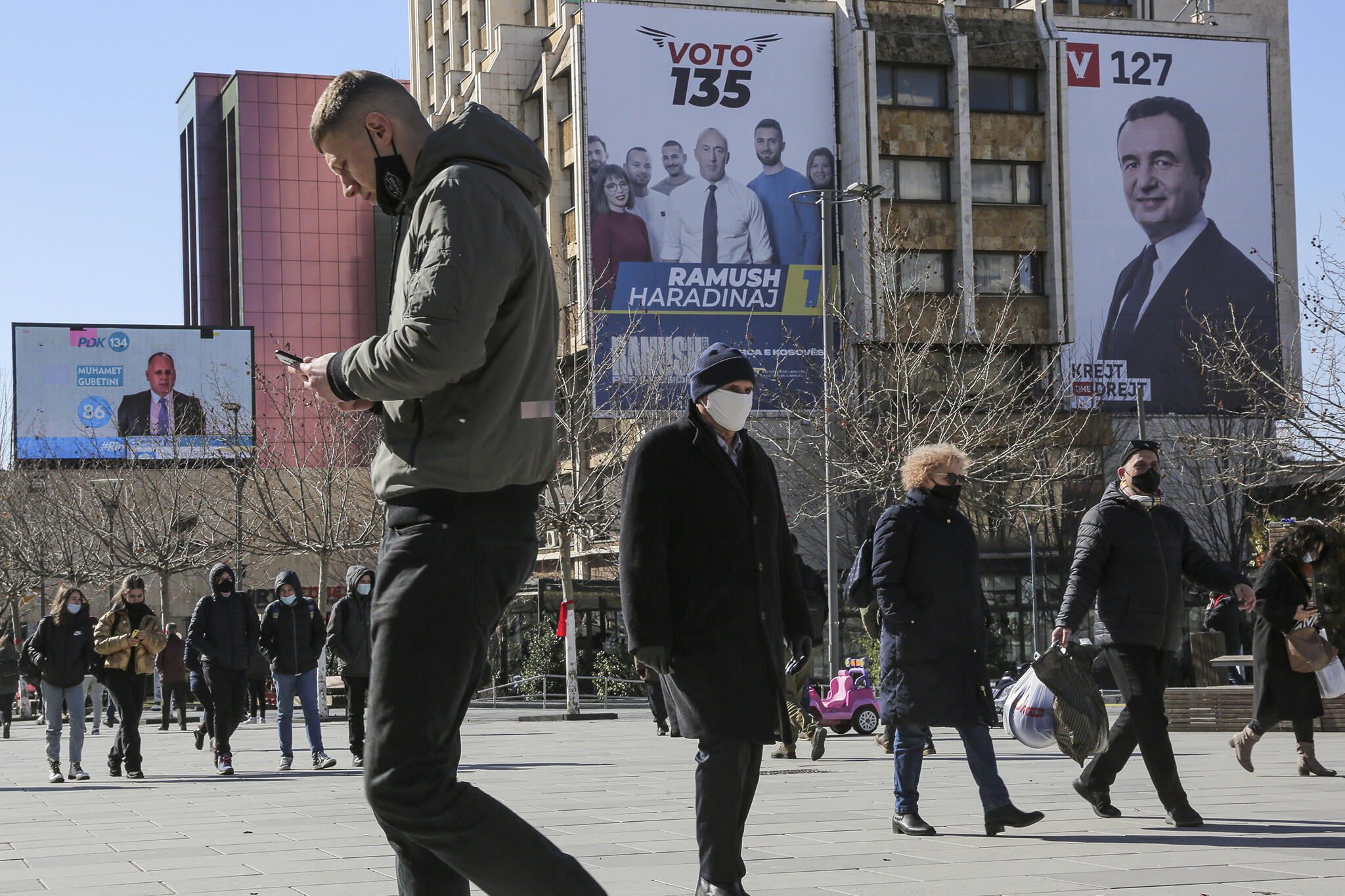 Kosovo - Pristina - Elections anticipés - affiches électorales - AP21043470462153