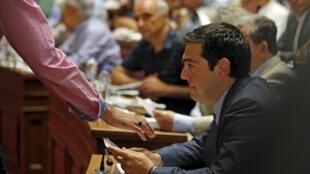 Alexis Tsipras au Parlement à Athènes, le 10 juillet 2015.