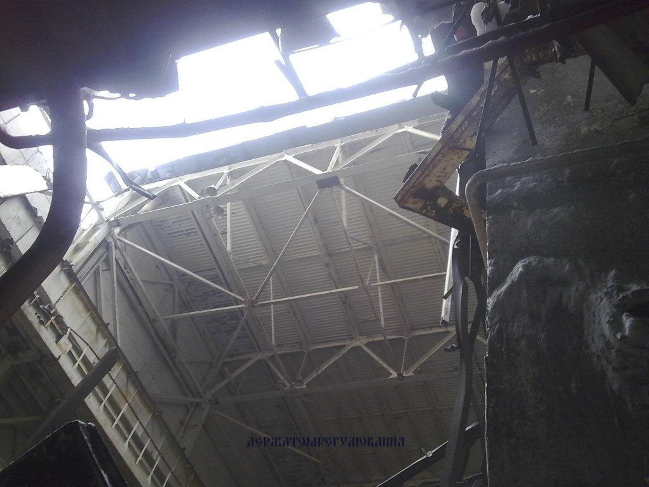 Обрушившаяся кровля 4-го машинного зала Чернобыльской АЭС 13/02/2013