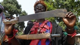 Combattant anti-balaka, à Bangui, le 22 février 2014.
