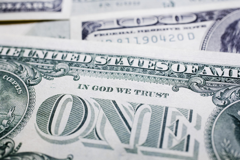 Des dollars américains.
