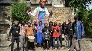 Marionetas Gigantes de Moçambique com os diretores do FIMFA, Luís Vieira e Rute Ribeiro. Castelo de São Jorge, Lisboa.