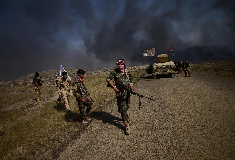 Milícias xiitas e soldados iraquianos se aproximando de Hawija, em 30 de setembro.