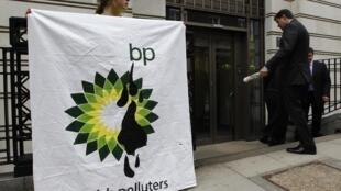 L'administration Obama et BP sont tous les deux engagés dans une bataille médiatique pour sauver leur image auprès de l'opinion publique.