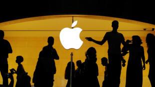 Clientes en la tienda Apple de Nueva York.
