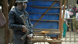 Polisi akitoa ulinzi Bamenda, katikati mwa Jimbo lonalozungumza Kiingereza.