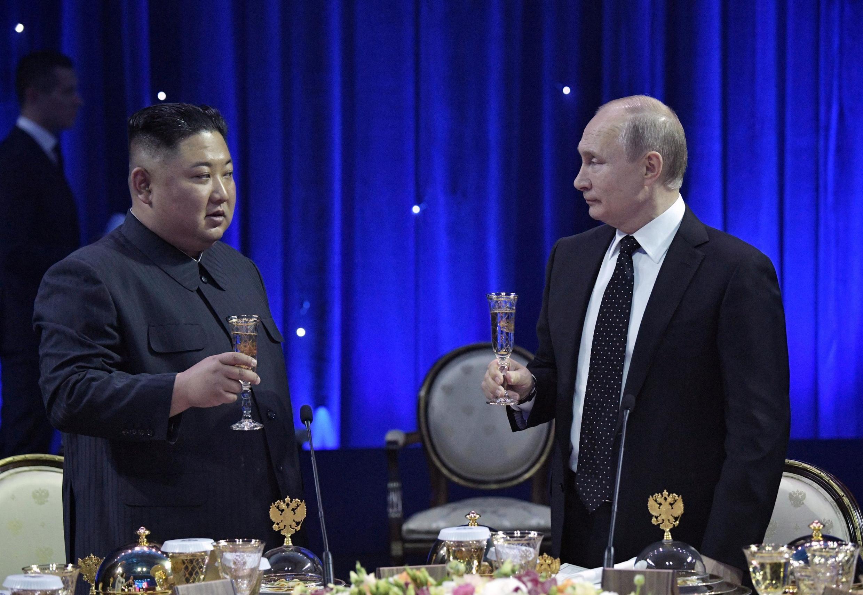 После официальных переговоров Владимир Путин и Ким Чен Ын отправились на торжественный прием