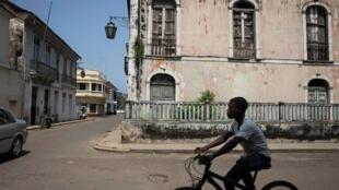 4 jovens comparecem no ministério público de S. Tomé por roubo no Instituto de segurança social.