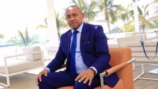 Ahmad Ahmad, Presidente da CAF, libertado depois de ter sido preso pela PJ francesa suspeito de corrupção