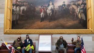 1月6日美国会大厦遭受冲击资料图片