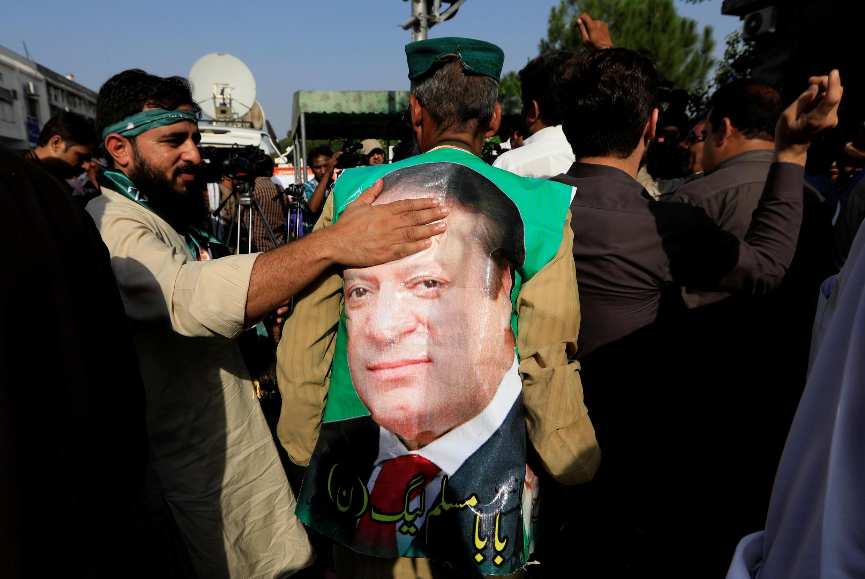 Des dizaines de militants ont salué la décision du tribunal à Islamabad, le 19 septembre 2018.