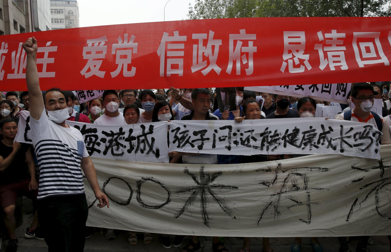Biểu tình đòi bồi thường, Thiên Tân, 17/08/2015.