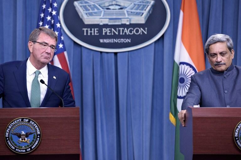 US Secretary of Defense Ashton Carter (L) and India's Minister of Defence Manohar Parrikar attend a press conference at the Pentagon on August 29, 2016 in Washington, DC.