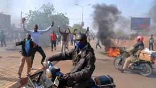 Des affrontements entre forces de l'ordre et manifestants, le 17 janvier 2015, près de la grande mosquée de Niamey, au Niger, contre le journal satirique Charlie Hebdo et la publication d'une nouvelle caricature du prophète Mahomet.