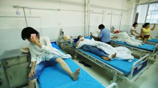 Des patients dans un hôpital chinois. La peste bubonique reste un phénomène rare en Chine : une douzaine de cas isolés ont été dénombrés en tout, dans les zones rurales de l'ouest.