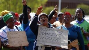 Manifestation pour la libération des mineurs devant le tribunal de Ga-Rankuwa, dans la banlieue de Pretoria, le 29 août 2012.