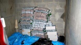 Les enquêteurs ont découvert samedi dans un box, plusieurs  dizaines de sacs et cartons, pleins de coupures de 5 à 100 euros.