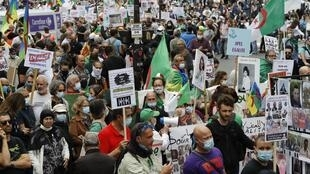 Manifestation en soutien au mouvement de protestaiton du Hirak, à Paris le 5 juillet 2020.