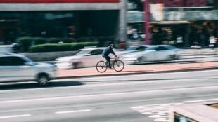 Vélo en ville, un moyen de transport.
