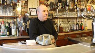 巴黎蒙马特咖啡馆«Chez Ammad»,这里也是国宝级歌星皮亚芙与情人避开群众约会的地点