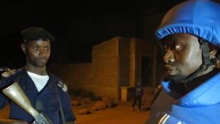 Les patrouilles conjointes de la police malienne et de la police des Nations unies à Bamako ont été instaurées pour la première fois après l'attaque de l'hôtel Radisson.