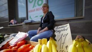 En Crimée, les prix sont désormais indiqués en gros en roubles et en petit en hryvnas, la monnaie ukrainienne.
