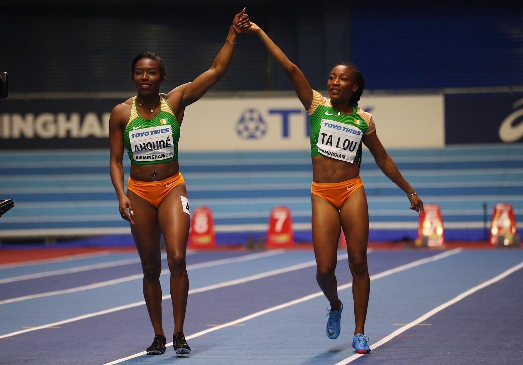 Murielle Ahouré et Marie-Josée Ta Lou célèbrent leur performance lors des Mondiaux d'athlétisme en salle de Birmingham, le 2 mars 2018.