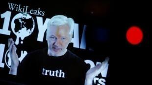 Julian Assange habla en video conferencia por los 10 años de WikiLeaks, 4 de octubre de 2016.