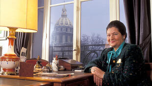 Simone Veil en 1991 chez elle, à Paris.