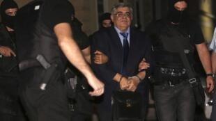 Prisão preventiva de Nikolaos Michaloliakos, líder do partido Aurora Dourada, de extrema-direita grega.