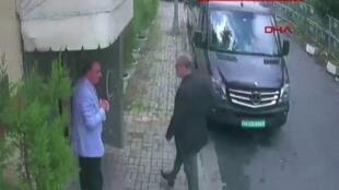 Picha ya CCTV ikimuonyesha Jamal Khashoggi akiwasili kwenye ubalozi mdogo wa Saudi Arabia, Istanbul, Uturuki, Oktoba 2, 2018.