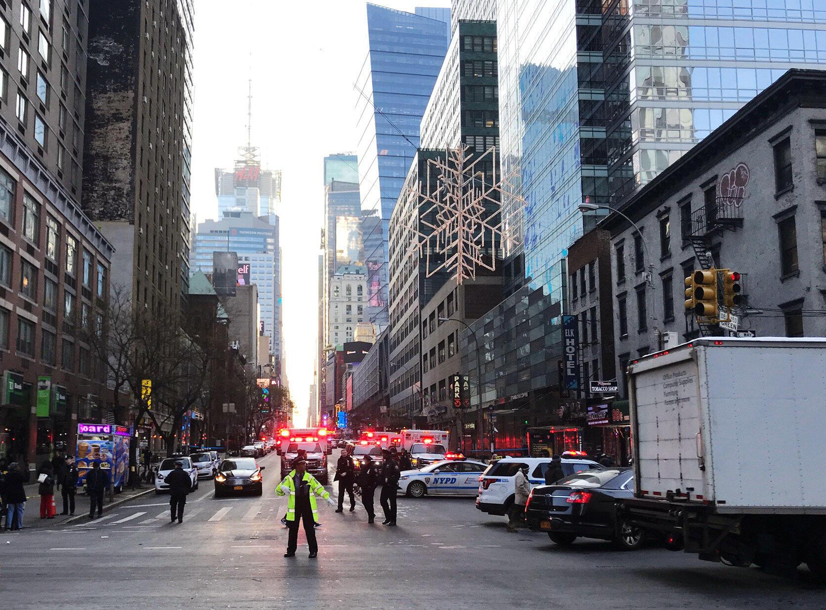 Cảnh sát phong tỏa khu vực quanh nhà ga Port Authority, New York, sau vụ nổ ngày 11/12/2017.
