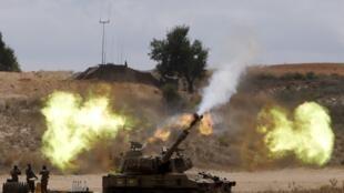 Une unité d'artillerie israélienne faisant feu sur la bande de Gaza, le 18 juillet 2014.