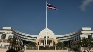 Le secrétaire général de l'Agence nationale anti-corruption, Prayat Puangjumpa, est soupçonné d'avoir dissimulé des millions d'euros.