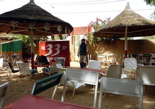 Vue de l'intérieur du restaurant Le Toulousain à Niamey où ont été enlevés Antoine de Léocour et Vincent Delory vendredi 7 janvier.