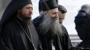 46-й патриарх Сербской православной церкви Порфирий (в центре)