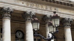 Fachada de la Bolsa de París, agosto 2011
